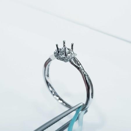 Anello in Oro Bianco con Diamante Personalizzabile - (MB025)