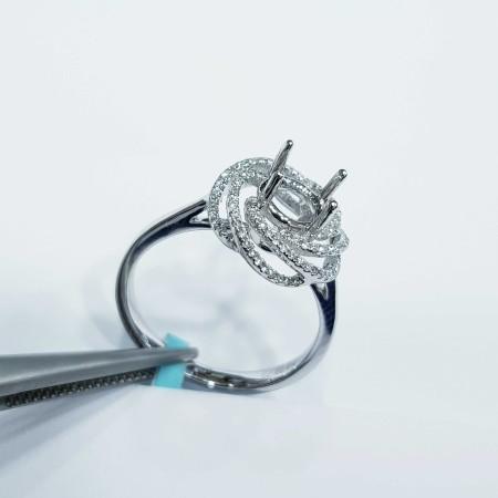 Anello in Oro Bianco con Diamante Personalizzabile - (MA070)