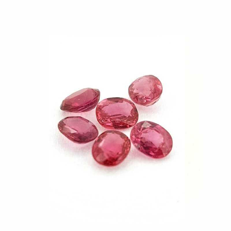 ROUGE RUBIS OVALE COUPE de 0,38 Carat 5x4 mm