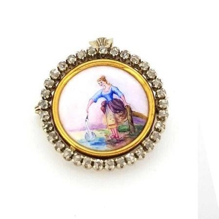 Brooch pendant in gold early 900 enamel diamonds 0.70 carat