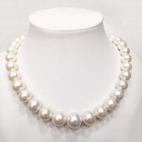 Thread pearl necklace AUSTRALIA WHITE measures from 12 to 16 mm length 42 cm