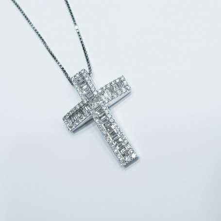 Cross pendant in white gold with natural diamonds