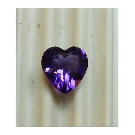 AMETHYST CUT HEART WEIGHT 0.55 CTS MEASUREMENTS 6X6 MM